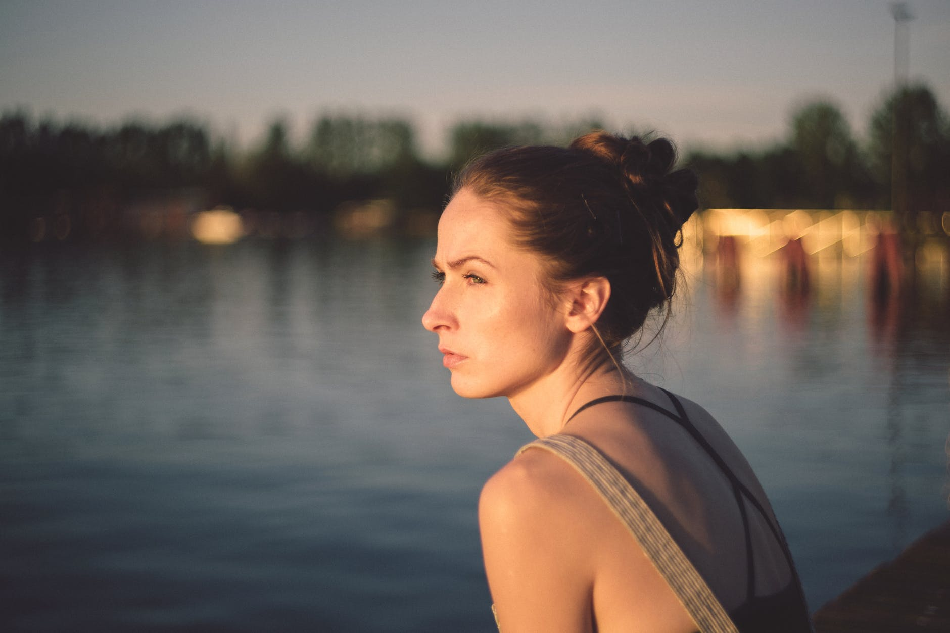 WOMAN WATCH THE SEA