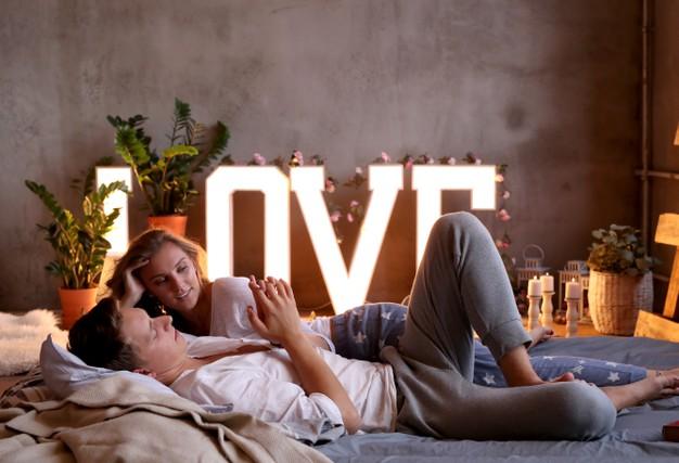 HOME COUPLE