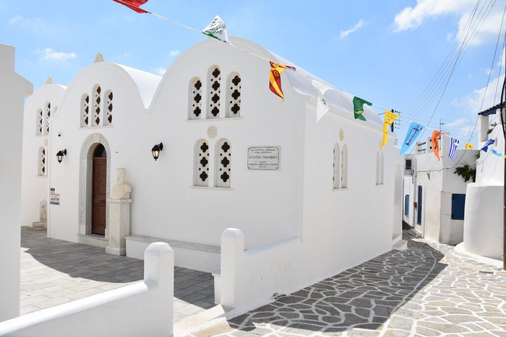 WHITE CHURCHE